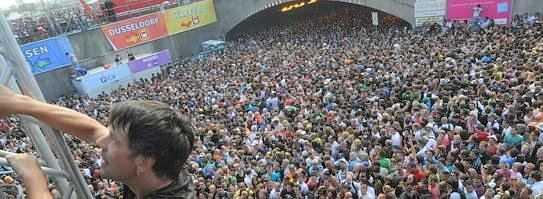 Ich selbst war zwar nicht auf der Loveparade 2010 in Duisburg, wollte allerdings 1 Tag vorher noch hingehen, am Tag der Loveparade hatte ich allerdings ein recht ungutes Gefühl und habe es dann doch gelassen.. Ich bin auch wirklich froh darüber, das ich das ganze Spektakel dann nur über Twitter […]